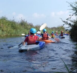 Sidcot students learning to canoe